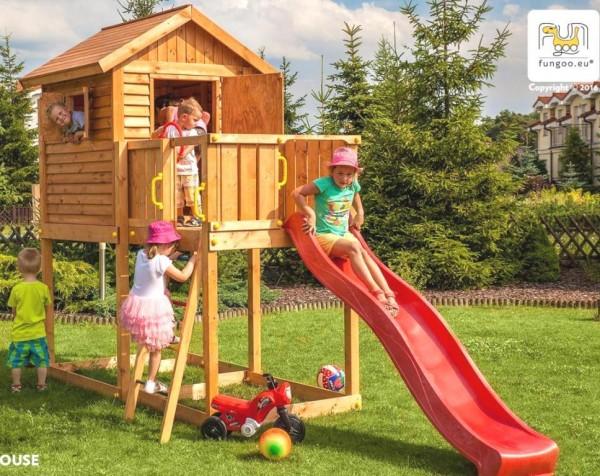 Spielturm mit Rutsche, Haus mit Holzdach, Leiter