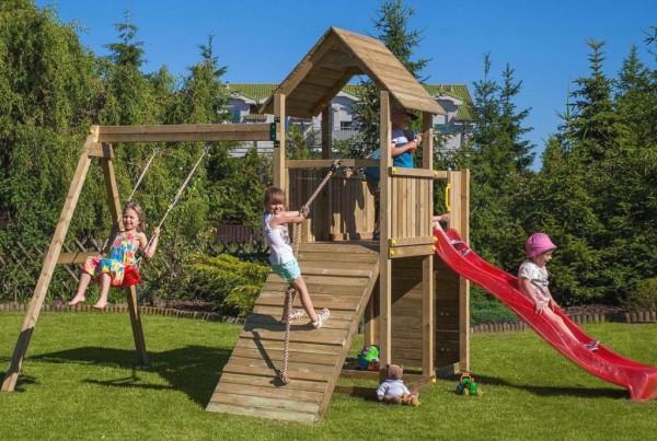 Spielturm Carol 3 mit Rutsche, Holzdach, Schaukel und Kletterwand